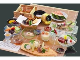 暑い京都の夏を涼しさ満喫。6月源氏ボタルもみられ 3密を避けて川床料理<かじかの膳>コ−スでお楽しみ