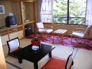 和室6畳(ガーデンビュー)に広縁付 落ち着いたお部屋