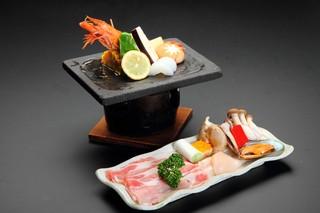■ 夕食/メイン料理を各自自由に選択+焼きズワイ蟹付プラン!御夕食は安全安心に別部屋個室で