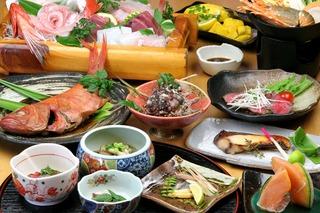 【さき楽】早めの予約でポイント5倍お付けします!! お魚尽くし ♪新鮮舟盛りと金目鯛の煮付け♪