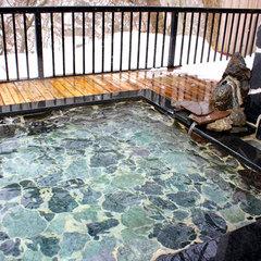 空いている時に貸切露天風呂無料!滞在中24時間露天風呂で樽酒も無料