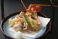 【三大味覚】伊勢海老料理3種に鮑踊り焼きや和牛陶板など味もボリュームも折り紙付『乙姫姫百合膳』