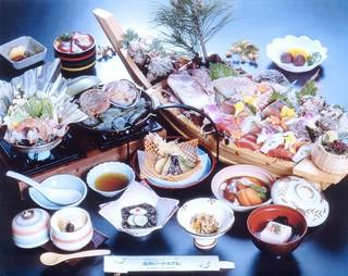 【料理長渾身の逸品付】【絶品!牛タンシチュー】と新鮮5種のお刺身舟盛付『祝舟の膳』