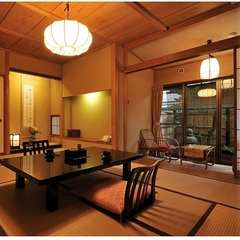 【和室10畳】檜の温泉内風呂付/ 落ち着いた純和室でゆったり