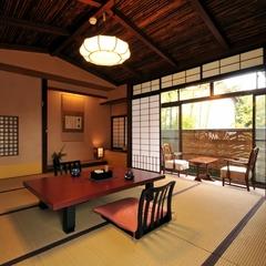 【和室10畳+次の間】3階/ 温泉内風呂/ 階段のご利用です