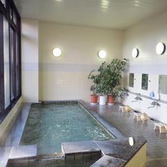 【素泊まり】到着後は温泉に浸かって、ゆったり♪絶景レイクビューの静かな宿<現金特価>