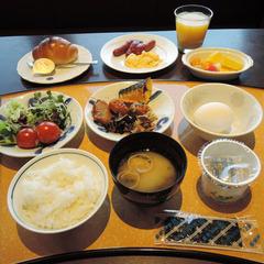 ≪朝食付≫飲食街まで徒歩3分!夜は自由に、朝はホテルでしっかり朝食を♪