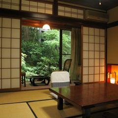 梅鉢の客室 8畳〜