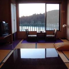 箱根芦ノ湖観光【芦ノ湖一望客室】ご夕食はお部屋で「季節の会席料理」