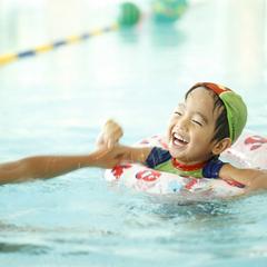 【プール泳ぎ放題】25m×3レーン本格施設!浮き輪やボールもあるからお子様連れも安心♪