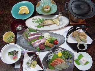 【大好評】山の幸会席/地場産の食材を心を込めて女将が調理するこだわりの創作料理♪【2食付】