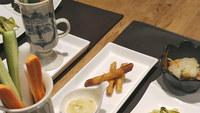 「2食付」ゲレンデまで徒歩5分!種類豊富なお料理と美味しいお酒でワイワイ楽しめる!