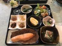 1日1組 2食付き30畳リビングで家族様のみでのお食事小学生2名まで無料1名増えると5000円プラス