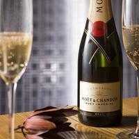 シャンパンで乾杯〜二人の記念日に【誕生月カラーに合わせたグラスジュエリープレゼント】