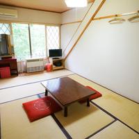 【水回りが無い山小屋のような】ペンション棟:和室6畳半