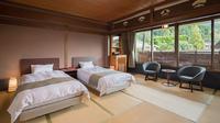 本館◆和モダン 和室8〜10畳◆和室にベッドで寛ぐ【禁煙】