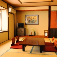 お庭側純和室10畳(洗浄付トイレ有・洗面台有)