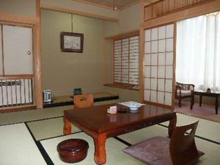 新館和室10畳。広縁&応接セット付和室