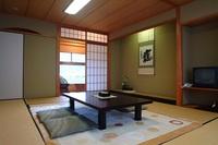 和室10畳(トイレ・洗面付き)