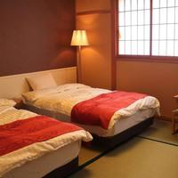 和室のベッドルーム(ユニットバス・トイレ付き)