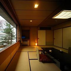 【温泉付き和洋室】四季折々の庭園の景色を一望〜和洋室「竹」