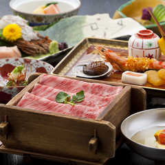 お食事はレストラン個室の椅子テーブル席で楽々♪調理長お任せ・季節の「京風創作懐石」料理