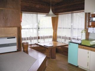 【ケビン宿泊】ワンルームタイプのコテージでキャンプ気分♪<一泊朝食付>