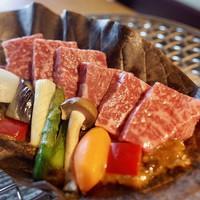 【1品チョイス】【ダイニング】メイン料理は朴葉焼で味わうアワビ・和牛からご選択!いろり会席プラン