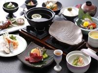 【おすすめ春グルメプラン】〜 鳥会席 〜「国産牛の陶板焼き」と「真鯛と旬野菜の塩レモン鍋」など13品