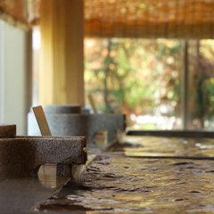 【一泊朝食付】レイトチェックインでオトクに!夜はのんびり温泉湯めぐりと翌朝は自慢の朝食バイキング!