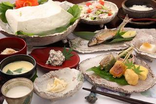 ◆絶品 名物豆富料理◆ ヘルシー温泉豆富♪ 1泊2食付き 食事口コミ4.3点 <現金特価>
