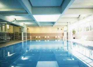 【さき楽】40日前までの予約でお得☆お気軽素泊まりプラン♪室内温水プール無料♪