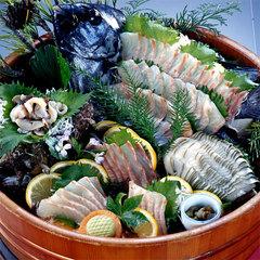 鮮魚のお刺身は桶盛りで豪快に!!5名〜のグループさん歓迎プラン