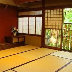 庭園側のお部屋で寛ぐ「和室10〜14畳」