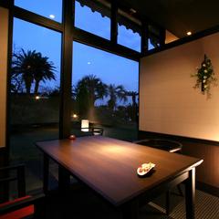 ロマンチックな夜景をみながら二人の距離をギュッと縮める 憧れ露天風呂付客室【和会席】