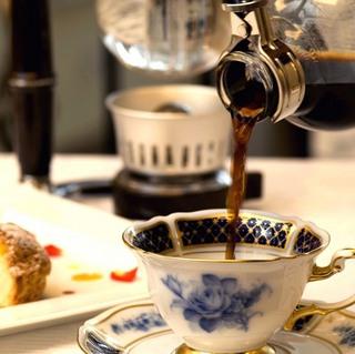 【ホテルでゆったりステイ】カフェ「ザ・ライブラリー」ワンドリンク&天然温泉スパ1回券付<朝食付き>