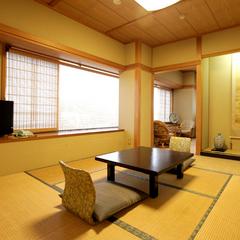 バス・トイレ付8帖和室:景色霊峰米山側