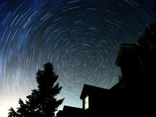 宝石を散りばめたような星空、星降る高原でゆったりとしたひと時を♪