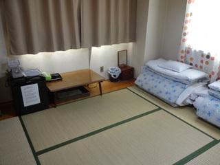 【  六畳の和室 バストイレ共同 *1〜3名様宿泊可 】