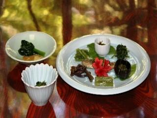 一度食べたら虜になる名物「石焼味噌」と、美味しくて身体に優しい秋神温泉の山菜料理を楽しむ宿泊プラン!
