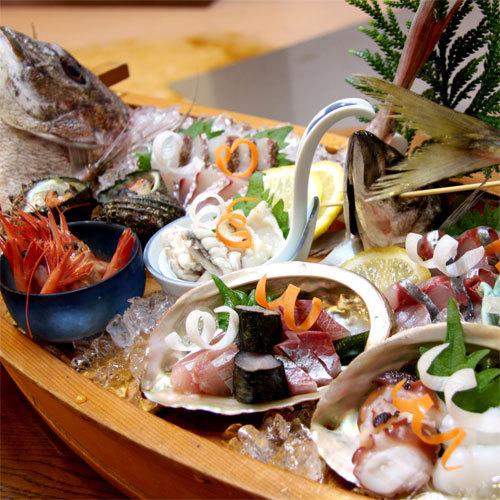 【新鮮舟盛り】真浦港や宇出津港で獲れたピチピチの鮮魚を存分に堪能★