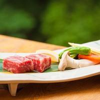 【いつもより贅沢に!旨みたっぷり上州牛ステーキを熱々で】地元野菜、川魚やズワイ蟹すきもご堪能【紅葉】