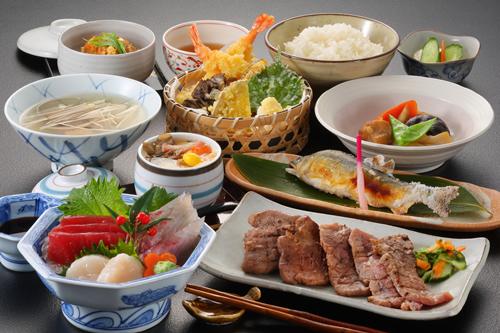 ご家族、お友達同士で仙台を楽しむ!牛タンと三陸産刺身盛りの夕食付満腹プラン♪2食付