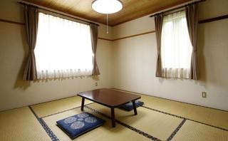 角部屋の和室8畳・禁煙(バス・トイレ・TV付)