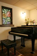 お誕生日プラン  ピアノ生演奏でハーッピーバースデイを演奏いたします♪