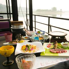【洋風屋形船】三隈川名物・屋形舟を山陽館オリジナル『洋風屋形船』でクルージング&ディナー♪