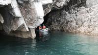 【さっぱ船遊覧】 断崖の奥へ!三陸海岸「青の洞窟 サッパ船」遊乗船券付きビュッフェプラン