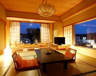 【和室10畳+広縁】高台で眺めのよい客室<アロマ>