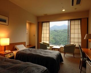 【ツインルーム】!窓が大きく明るい部屋