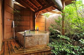 山王院「花」二間続き 12畳と6畳で広々〜坪庭&大理石露天